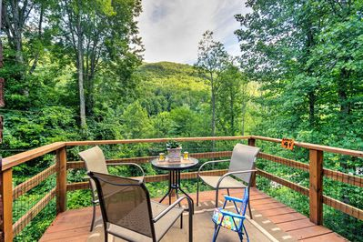 Escape to the Smoky Mountains at this 2-bed Fontana vacation rental cottage!