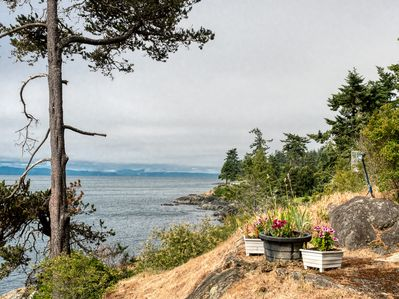 Wondrous Oceanfront West Coast Vacation Home Surfside Cottage With Hot Tub Sooke Download Free Architecture Designs Sospemadebymaigaardcom