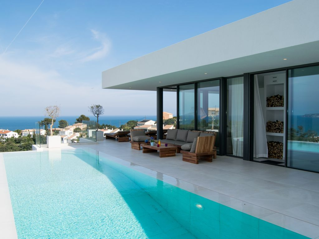 Architectural design villa spectacular sea views for Infinity pool design uk