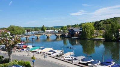 Stunning views of Thames and Henley Regatta, Festival and Rewind locations.