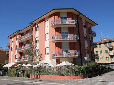 Photo for One bedroom Apartment, sleeps 5 in Garda with Air Con and WiFi