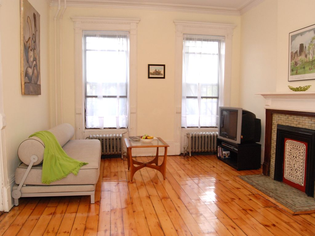 Charming and Spacious Brownstone Apartment,... - HomeAway Bedford ...