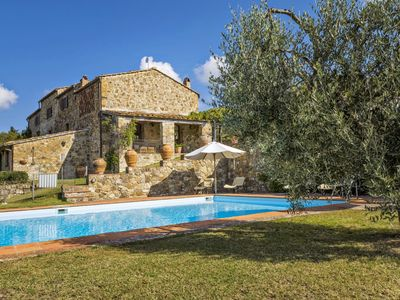 Photo for 5 bedrooms villa in the Chianti region with private swimming poo, A/C and Wi-Fi