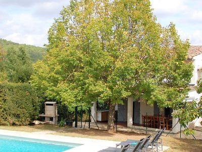 Photo for Child-friendly, Provencal holiday home with private pool, 2 km from Salernes