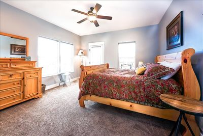 Master Bedroom with King Size Bed, Jacuzzi bath