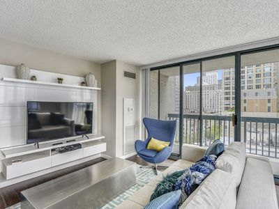 Photo for Top notch 2 BR w/Pool and Gym in River North