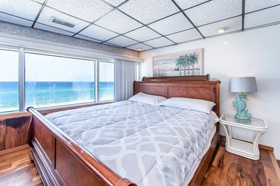 King size bed with a great view!
