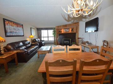 Ski In Ski Out, Center Village , Spacious Sleeps 8, Remodeled, Mountain Views