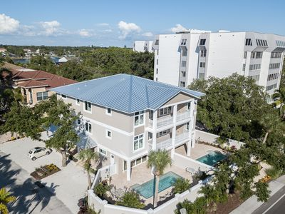 Photo for Luxury on Siesta. Brand New!  Deeded Beach Access.