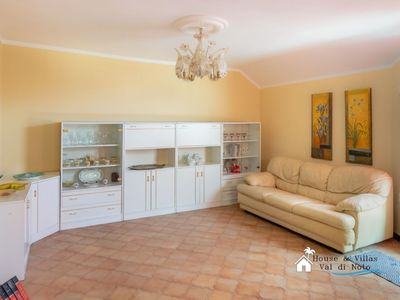 Photo for Spacious apartment in the Sicilian Baroque capital, air conditioning, wifi.