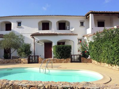 Photo for Nice apartment with private garden and pool near the sea