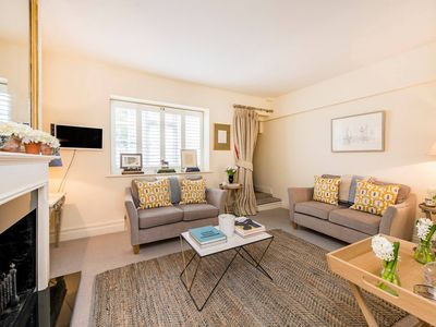 Photo for Delightful 2 Bed in Notting Hill - 5 min from tube