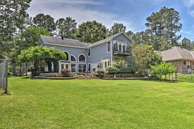 Escape to this peaceful vacation rental house in Benton, Louisiana!