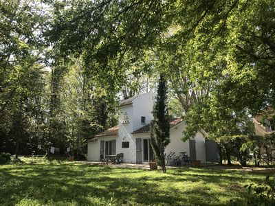 Photo for Quiet cottage for 2-4 people in the countryside in the Camargue