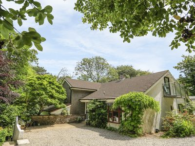 Photo for TREETOPS, pet friendly, with open fire in Salcombe, Ref 995883