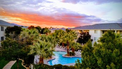 Photo for Sunset Peak 1810 Las Palmas Family Friendly 3 bd 3 ba condo Pools Sleeps 12