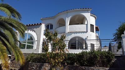 Photo for Empuriabrava: CHARMING VILLA EMPURIABRAVA WITH SWIMMING POOL AND MOORING 12 M ON A GREAT CHANNEL PRIVATE