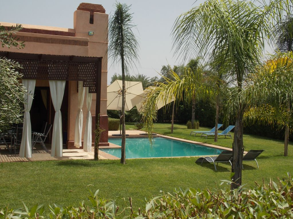 Belle villa 6 pers grand jardin piscine priv e 8x4m for Location villa marrakech avec piscine privee