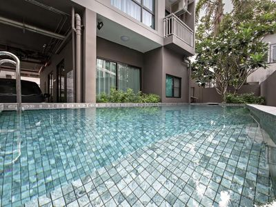 Photo for Stylish 2-Bedroom Suite Bangkok Sukhumvit 22