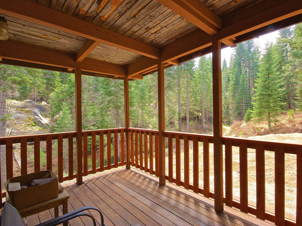 Yosemite 39 s big rock cabin less than 2 miles from the south for Fish rock rentals