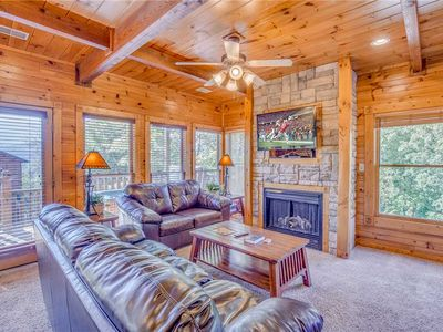 Photo for Heaven's View, 2 Bedrooms, Sleeps 8, Hot Tub, Pool Table, Arcade, Jacuzzi