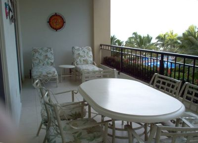 Relax on this great balcony in a comfortable patio set  for cocktails & dinner.