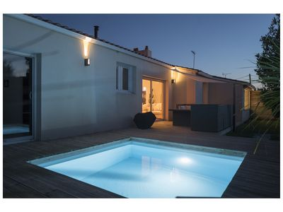 Photo for Villa with heated pool 400 m from the ocean