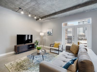 Photo for Kasa | Austin | Prime 1BD/1BA Downtown Apartment