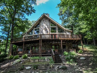 Centrally located mountain home with great outdoor space!
