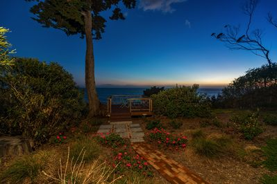 Nice deck at the edge of the bluff with views of the ocean and channel islands.