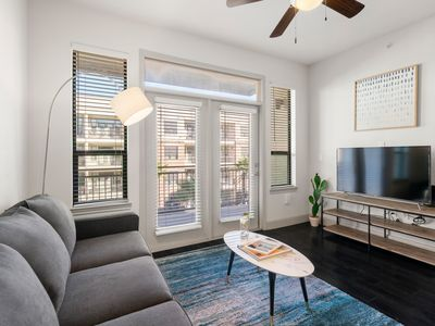 Photo for Kasa | Houston | Sophisticated 1BD/1BA Museum District Apartment