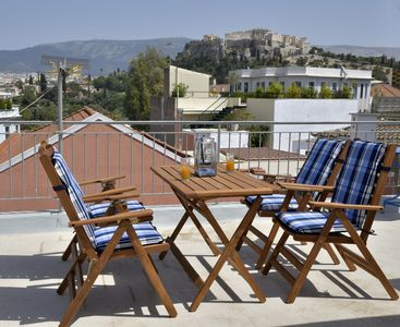 Enjoy your breakfast or your drink at the roof terrace looking at the Acropolis.