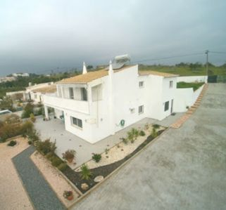 Photo for Spacious detached villa close to lovely Lagos+wifi