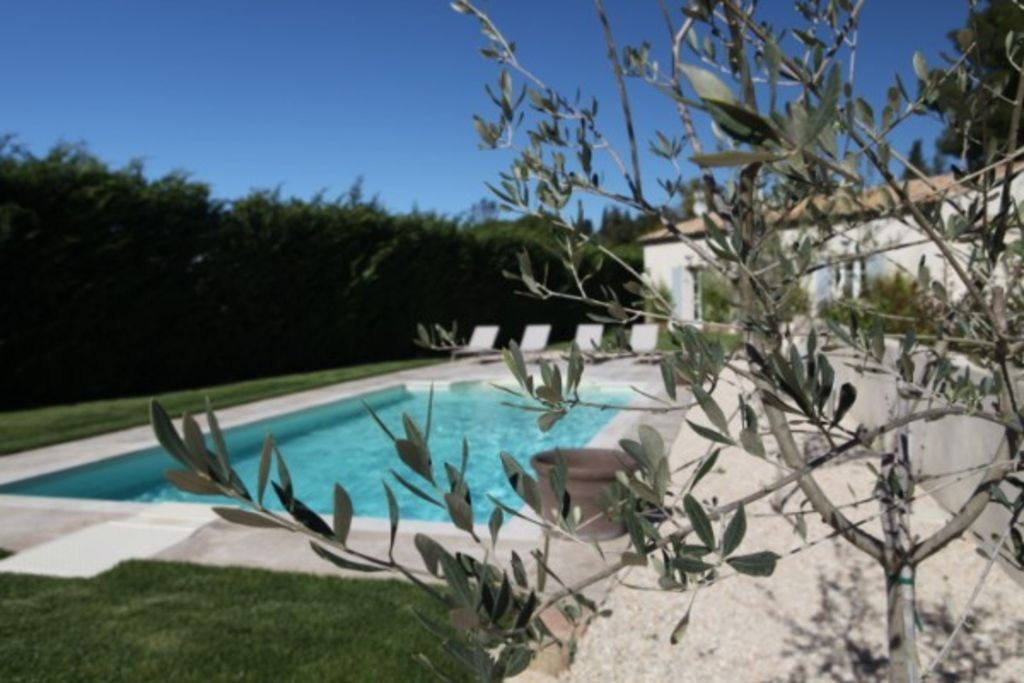 Le Four Des Banes: Charming Bed And Breakfast In Aix En Provence   965569
