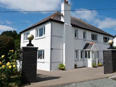 Photo for Spacious well-presented property situated in the coastal village of Amroth