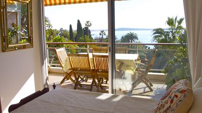 Photo for Facing the sea between Golfe Juan and Cannes, 2 rooms with terrace and superb views.