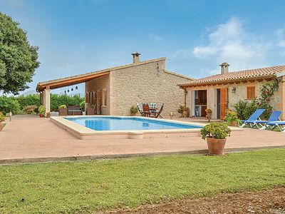 Photo for Open plan villa with pool, Wi-Fi and outdoor barbecue kitchen, close to beaches and bars