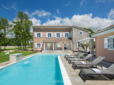 Photo for Luxury villa with pool in Central Istria