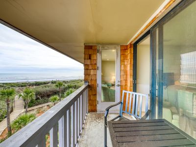 Photo for Waterfront condo w/ shared tennis courts, on-site golf & beach access