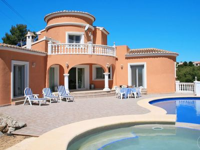 Photo for Beautiful apartment for 6 people with private pool, TV, balcony, pets allowed and parking