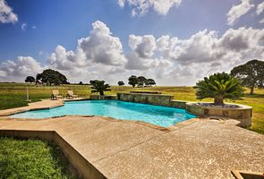 Photo for 4BR House Vacation Rental in La Vernia, Texas