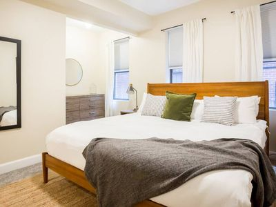 Photo for 5min walk to 70+ restaurants!  Waterfront park, Freedom Trail  Aquarium all within walking distance