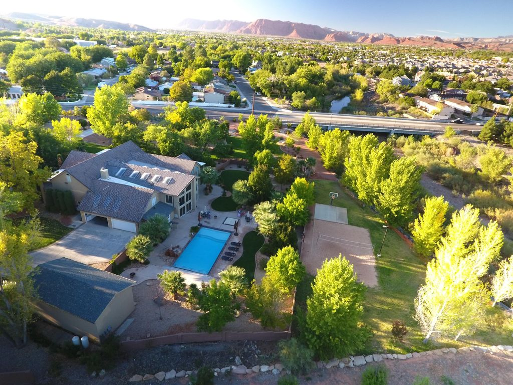 Located In The Heart Of St George Utah The River Home At Green