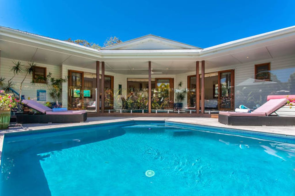 Villa 14 petites br lures de st byron bay location de for Brulure et piscine