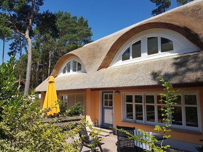 Photo for Apartment Leonie EG - Thatched Cottage right on the beach