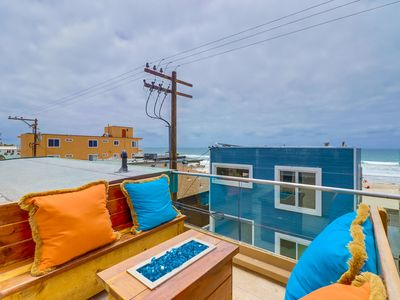 Beautiful Townhome with Rooftop Patio!