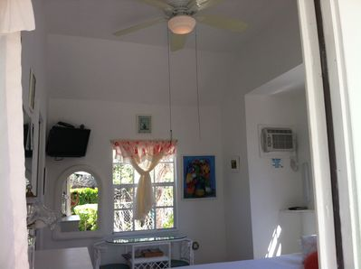 High Ceilings /Fan/TV