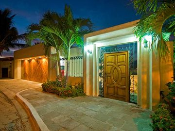 Stunning 9000 Square Foot Casa Dos Palapas- Chef included
