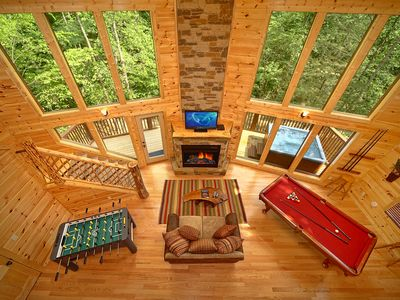 2 Bedroom Luxury Cabin with 28 Foot Ceilings and 18 foot Rain Tower Shower