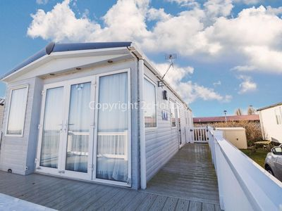 Photo for 8 berth platinum caravan, sea view at Seashore Haven in Great Yarmouth ref 22037